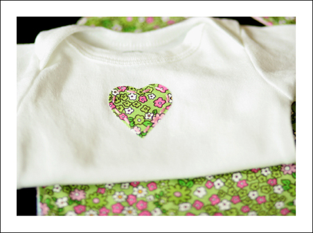 Green_and_pink_set_closeup_on_shirt